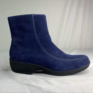 Clarks Suede Ankle Booties Boots Side Zip Navy Blue Casual Womens Size 6M
